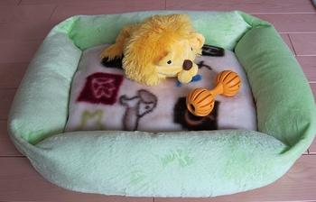 くるみ ベッドとおもちゃ.jpg